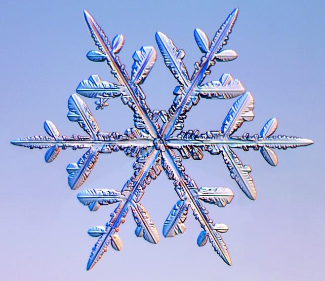 Как доказала наука - каждая снежинка уникальна и подобной ей просто не существует в...
